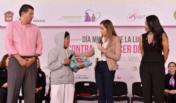 contrapapelnoticias-isis-avila-entrega-apoyos-a-mujeres-que-luchan-contra-el-cancer-de-mama